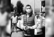 Carlos Ulloa entrega despensas