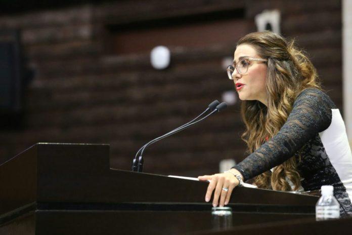 Nay Salvatori y su Tik Tok en la Cámara de Diputados