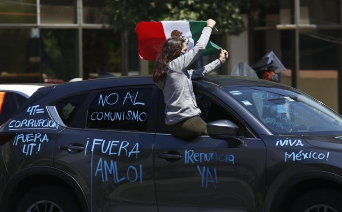 Organizan nueva caravana contra AMLO