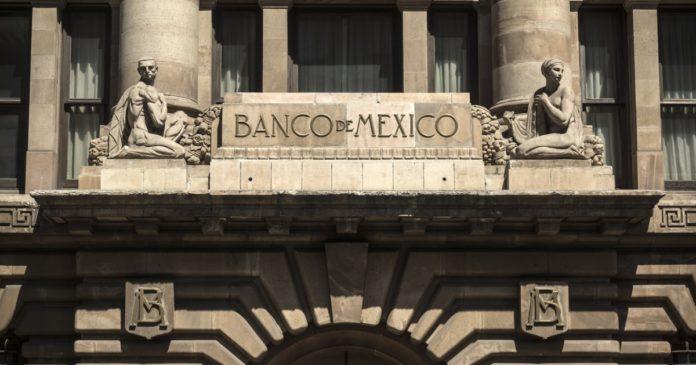 Banxico prevé mayor caída de la economía