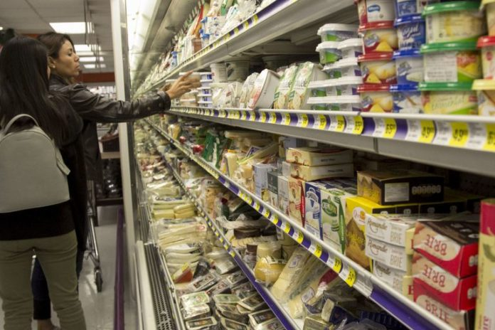 Industriales reclaman prohibición en ventas de lácteos