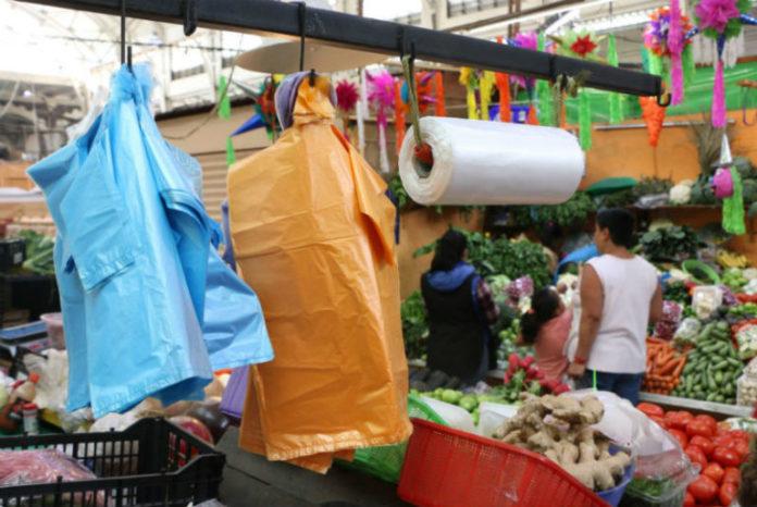 Solicitan seguir vendiendo productos plásticos