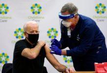 Biden se aplica segunda dosis de vacuna