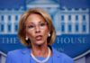 Renuncia secretaria de Educación de Trump