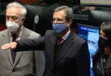 Esteban Moctezuma rinde protesta como embajador