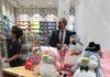 Gatell aprovecha reapertura de tiendas en CDMX